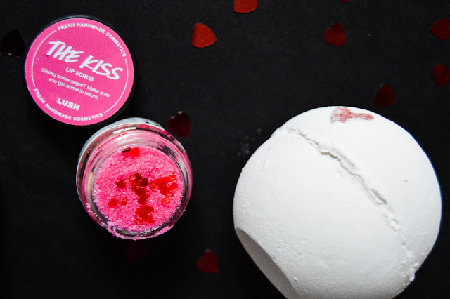 Lush Valentine's Day The Kiss Lip Scrub and Lover Lamp Bath Bomb Review