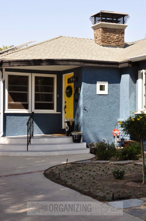 Front entry with yellow front door :: OrganizingMadeFun.com