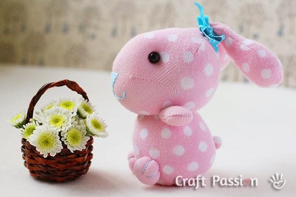 Pupazzo a forma di coniglio fai da te | DIY bunny plushie