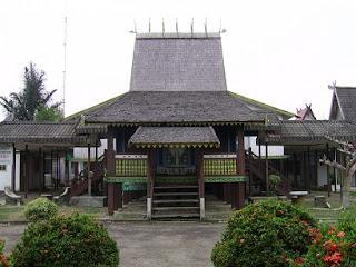 rumah adat kalimanten selatan kalsel Rumah banjarmasin rumah banjar kalimantan selatan kalsel 300x225 Gambar Rumah Adat Indonesia