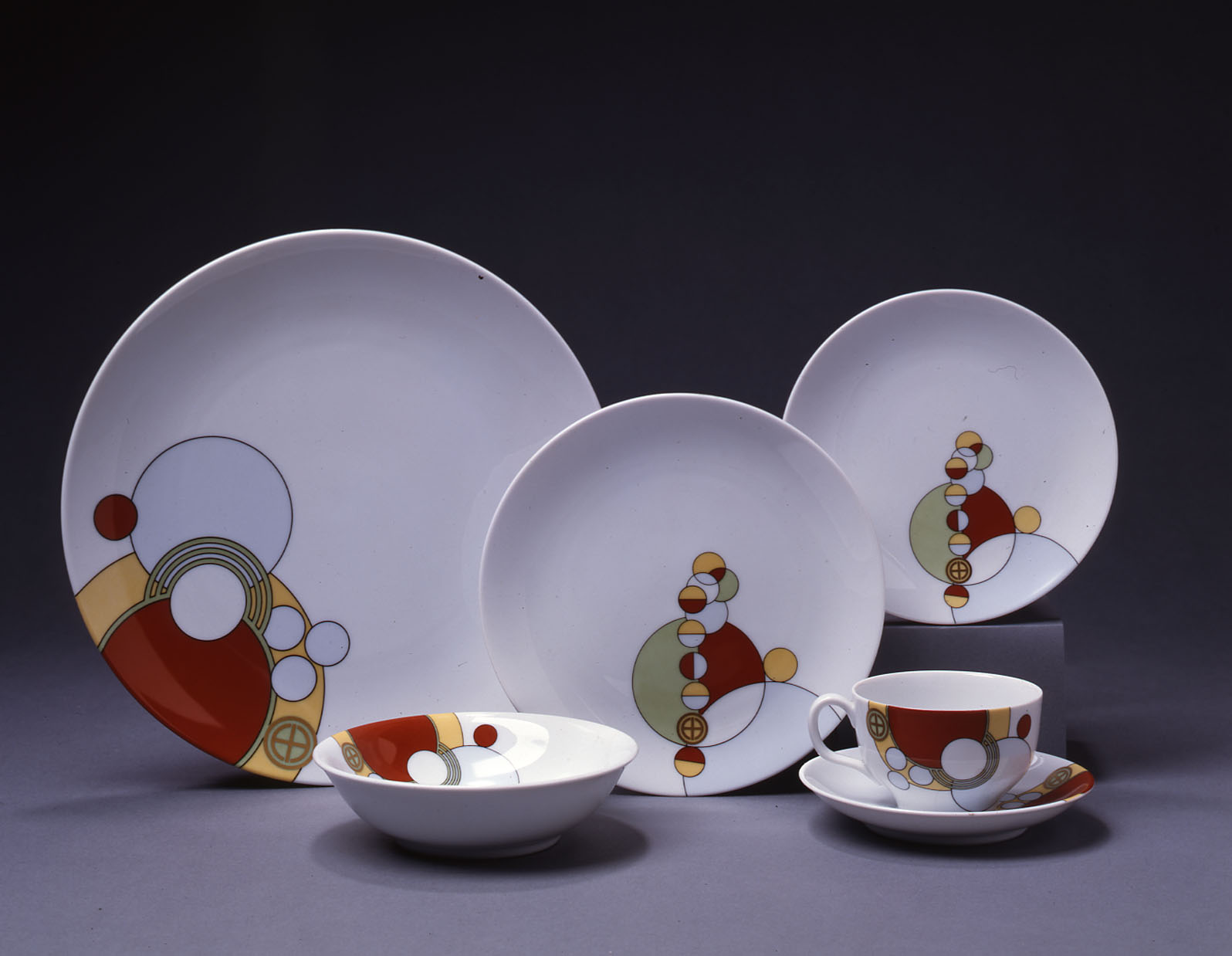 Frank Lloyd Wright  Cabaret  dinner service 1962-1968. Four six-piece place settings porcelain. Manufactured for the Imperial Hotel. & Material Matters: Frank Lloyd Wrightu0027s Dinnerware