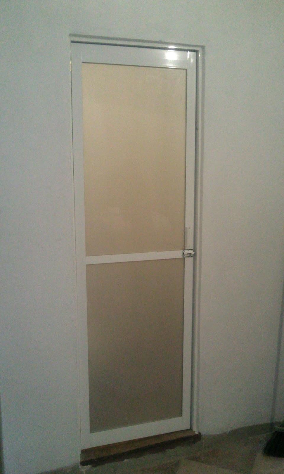 Puertas De Aluminio Blanco Para Baño:Puerta baño aluminio 2′ con acrilico de figura con pazadodes
