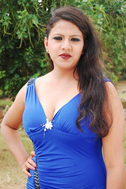 Bhaja Bhajantrilu movie actress cleavage stills