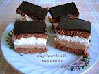 Tejszínes szelet, csokoládé pudingos kevert tésztájú, csokoládékrémes és tejszínkrémes, tetején csokoládémázas sütemény.