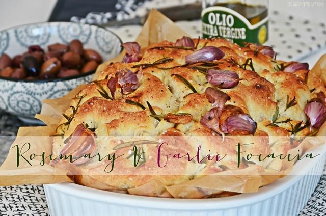 luzia pimpinella | travel & food | rezept für rosmarin-knoblauch focaccia nach jamie oliver zur toskanischen brotzeit | luziapimpinella.com