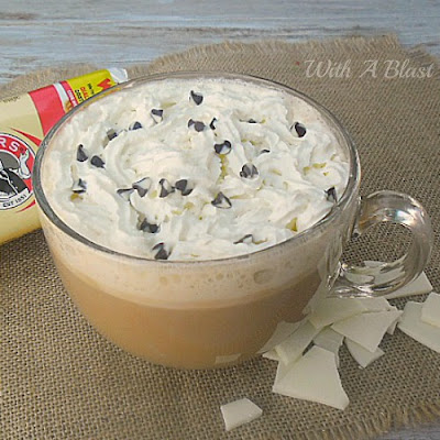 White Chocolate Latte ~ BEST white chocolate latte to make at home ~ no need to run to the coffee shop ! #Latte #ChocolateLatte #Coffee