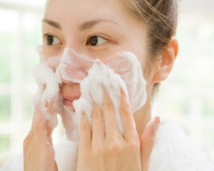 4 Kebiasaan Salah Mencuci Muka