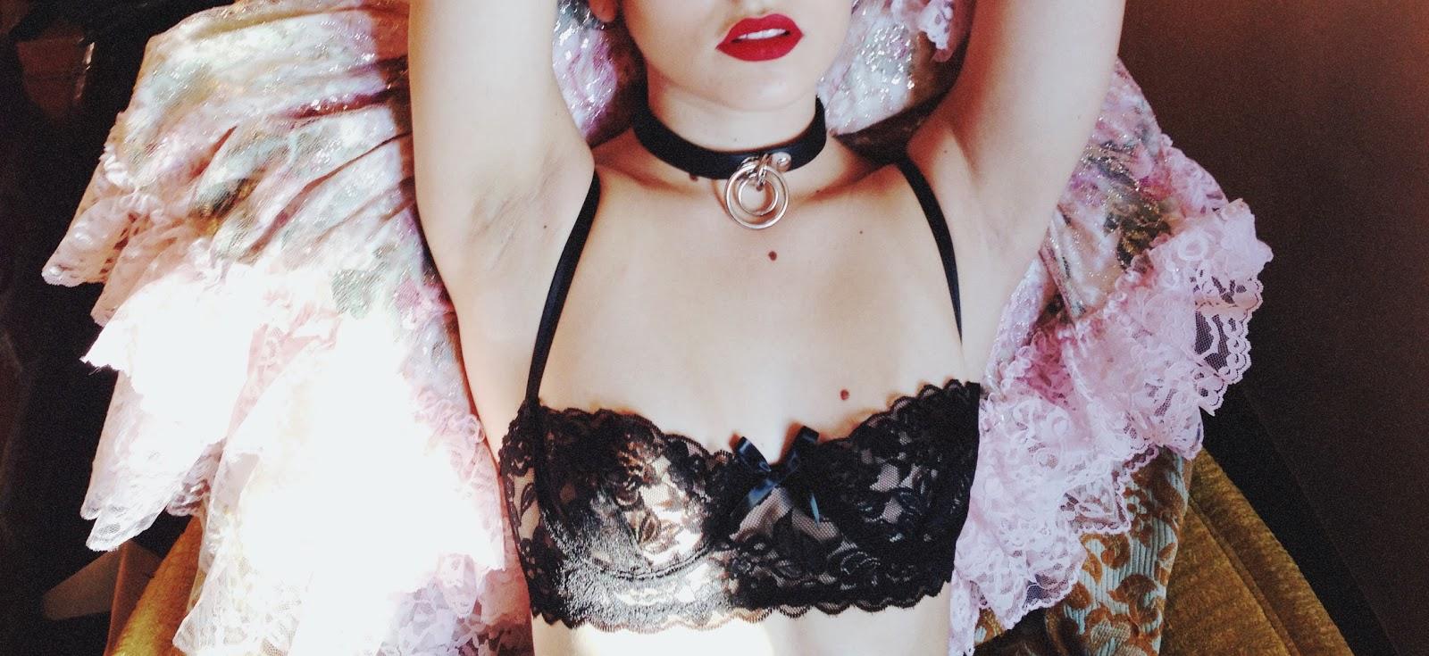 Crimson Lace Underwire Bra x Unif Dame Choker