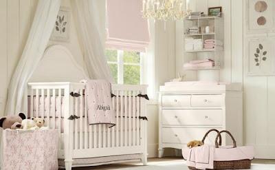 habitación para bebé rosa blanco