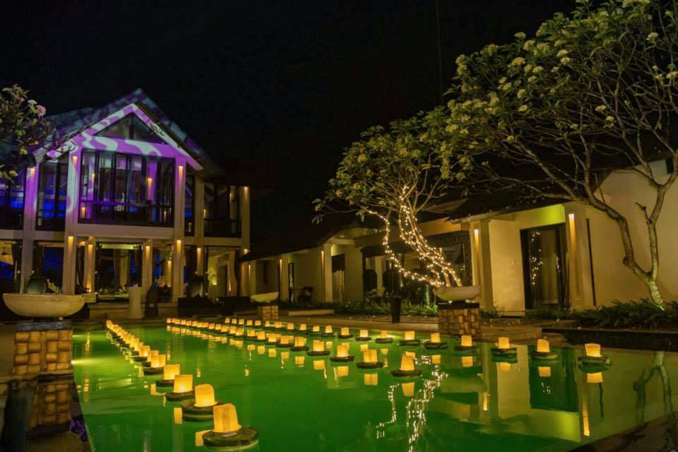 individual floating candles above the pool