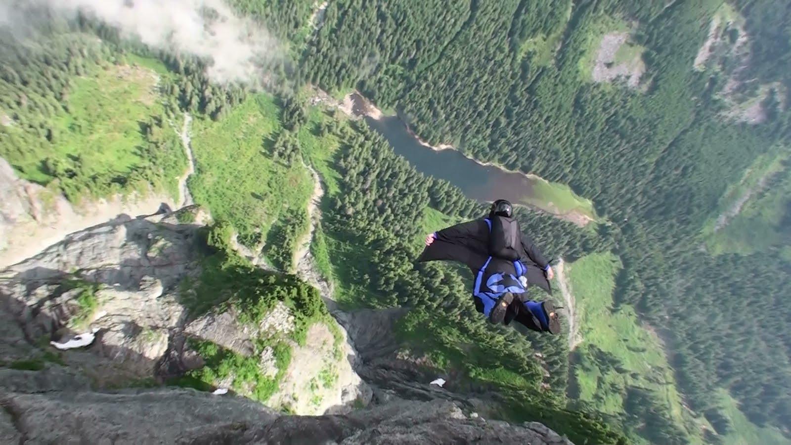 http://1.bp.blogspot.com/-j1e9YbnRPtg/TjAHChhKZhI/AAAAAAAABCI/Xc-FfSRq3Bk/s1600/Wingsuit-Jump-3.JPG
