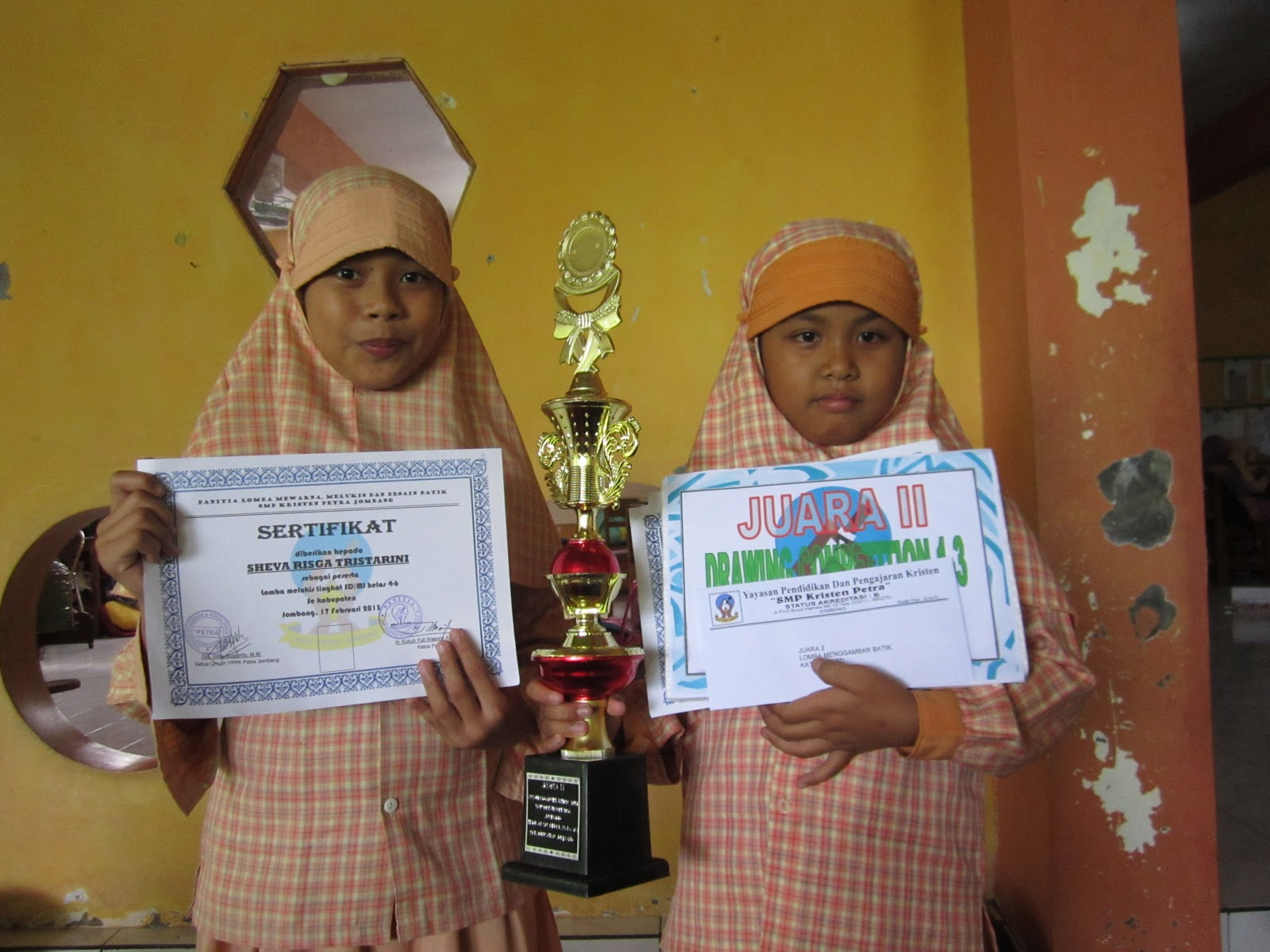 Siswi dari SD Ar-Rahman mendapatkan 'Juara II Lomba Melukis tingkat SD se-Kabupaten Jombang'