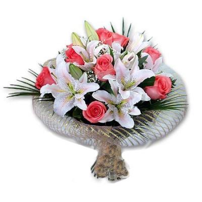 Как красиво оформить букет роз