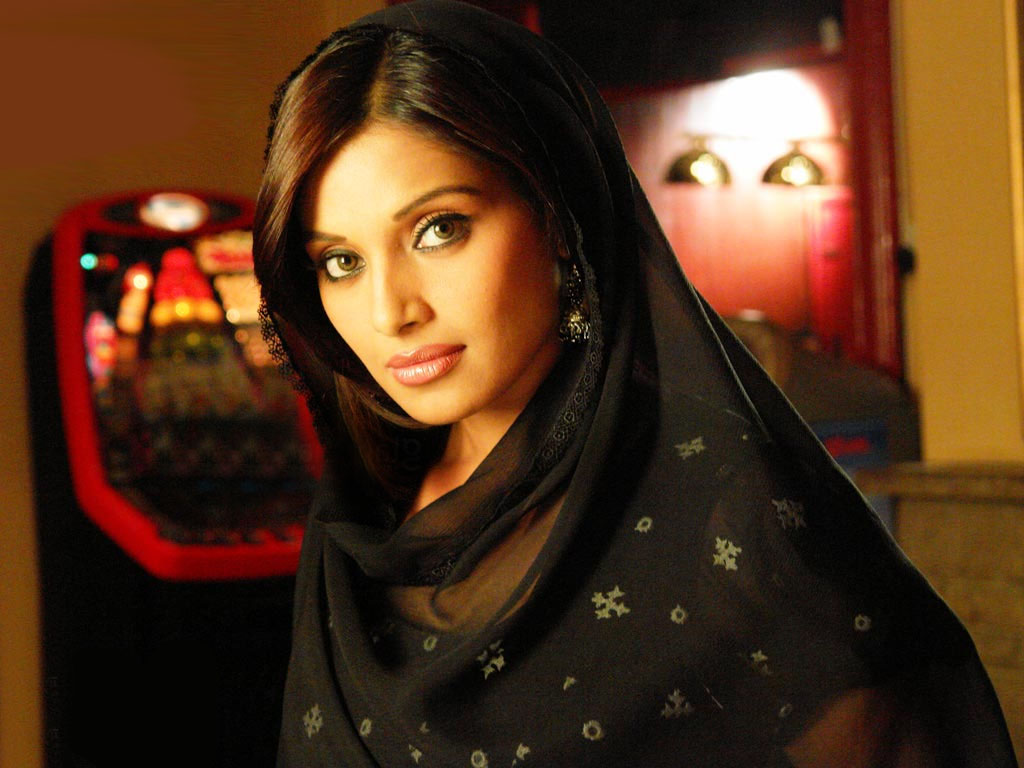 Bipasha Basu Hd Wallpapers High Definition Free