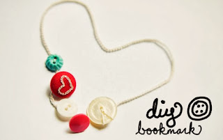 http://goodknits.com/blog/2011/01/21/d-i-y-button-bookmark/