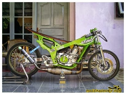 Modifikasi Kawasaki Ninja (modifikasi kawasaki ninja 150 rr velg jari-jari warna hijau)