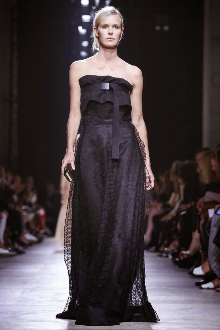 Rochas spring summer 2015, Rochas ss15, Rochas, Rochas ss15 pfw, Rochas pfw, pfw, pfwss15, pfw2014, fashion week, paris fashion week, du dessin aux podiums, dudessinauxpodiums, vintage look, dress to impress, dress for less, boho, unique vintage, alloy clothing, venus clothing, la moda, spring trends, tendance, tendance de mode, blog de mode, fashion blog,  blog mode, mode paris, paris mode, fashion news, designer, fashion designer, moda in pelle, ross dress for less, fashion magazines, fashion blogs, mode a toi, revista de moda, vintage, vintage definition, vintage retro, top fashion, suits online, blog de moda, blog moda, ropa, asos dresses, blogs de moda, dresses, tunique femme,  vetements femmes, fashion tops, womens fashions, vetement tendance, fashion dresses, ladies clothes, robes de soiree, robe bustier, robe sexy, sexy dress
