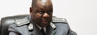 Estrangeiros detidos com vistos falsos
