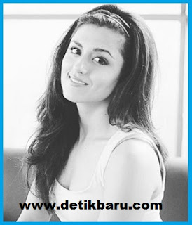 Riddhi Dogra pemeran Savitri Rai Chaudhary/Rajkumari Damyanti di serial drama Savitri ANTV
