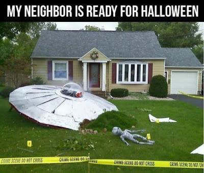 Halloween UFO Landung im Vorgarten