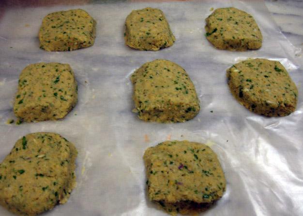 Vegetarian Skinny: Falafel Salad with Tzatziki (Cucumber Sauce)