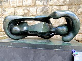 Formas conectadas reclinadas - Henry Moore - 1969