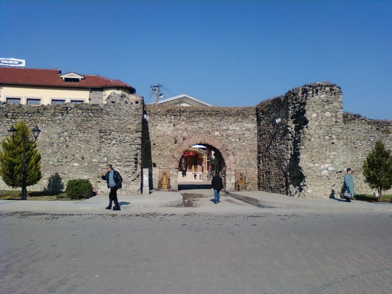 Stone hysa pietra da giardino muri esterno albanese - Muri da giardino ...