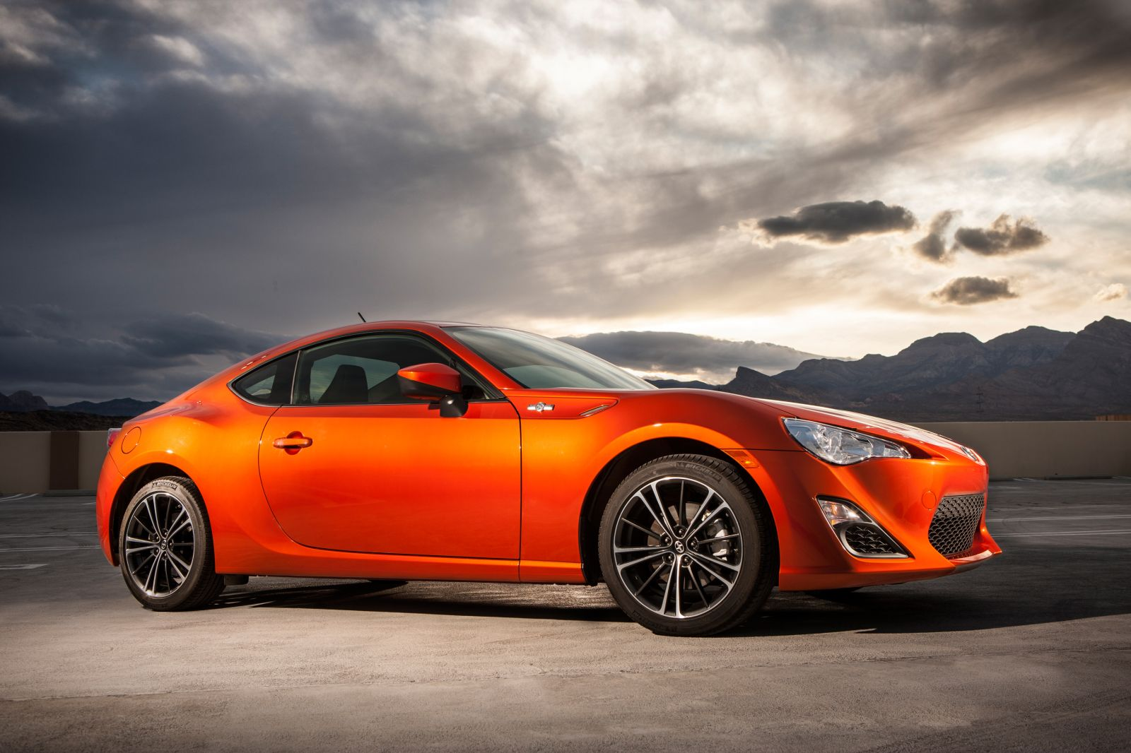 daily cars 2013 scion fr s sports car hits dealerships nationwide. Black Bedroom Furniture Sets. Home Design Ideas