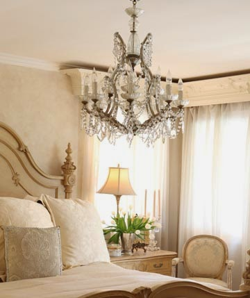 Where to get the Ideal Chandelier for Your Personal Bedroom Design | Home Decorating Ideas