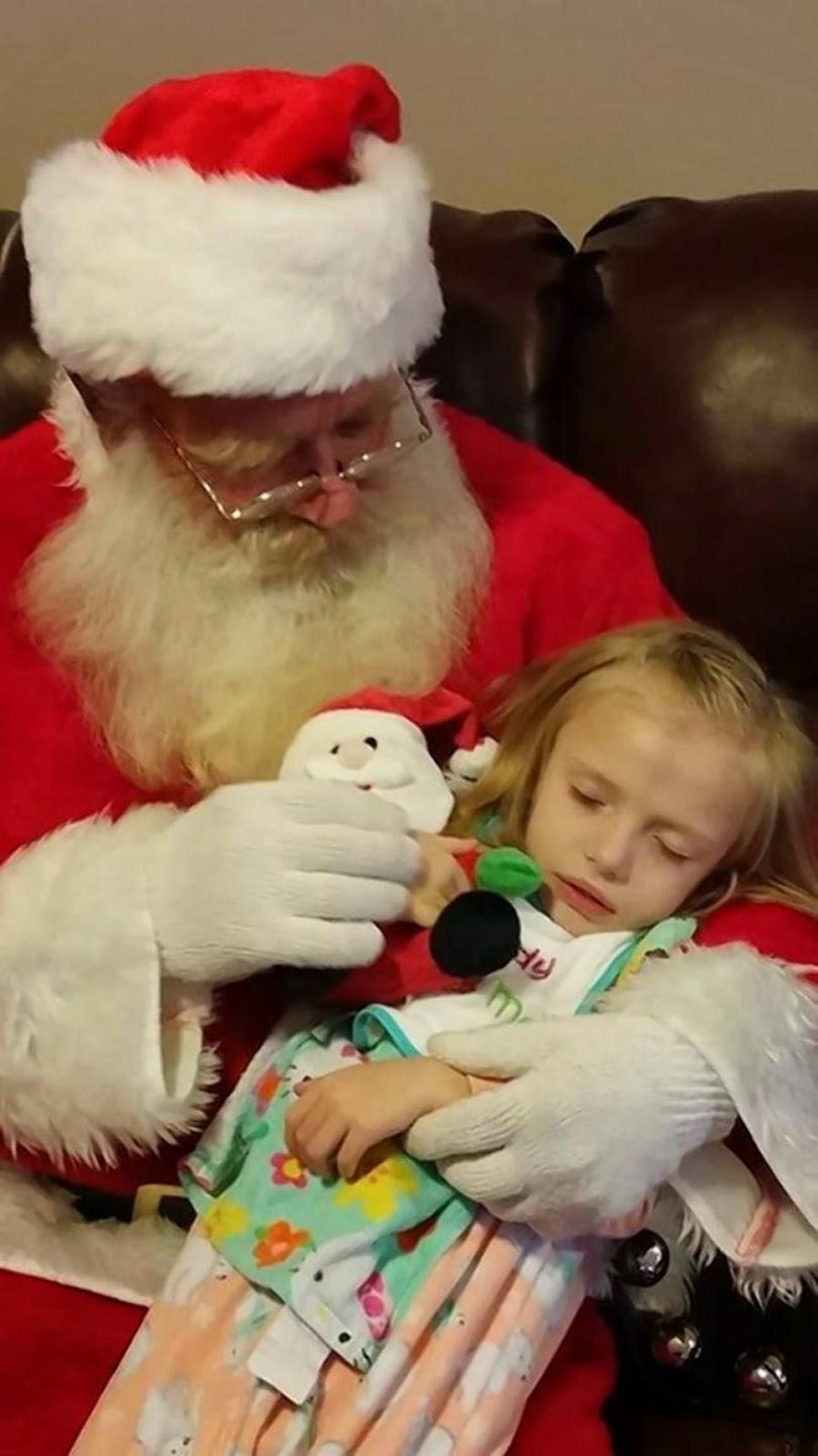 http://www.nydailynews.com/life-style/health/family-asks-christmas-cards-dying-daughter-article-1.2034893