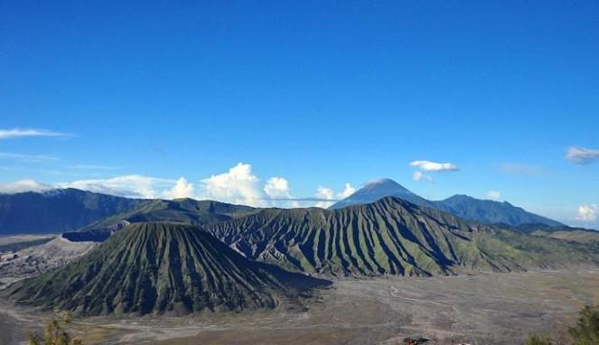 Foto Puncak Gunung Bromo, Jawa Timur, pantai, gunung, wisata keluarga, candi, pemandangan, Tempat Wisata Terindah di Indonesia