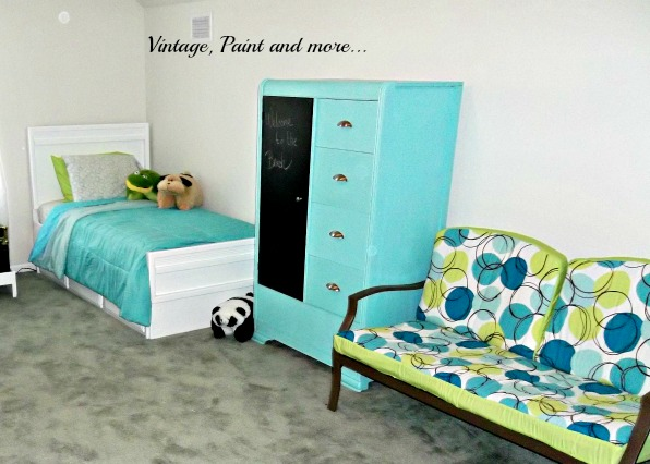 Vintage, Paint and more... fun teen room, guest room, thrifted teen room, diy teen room