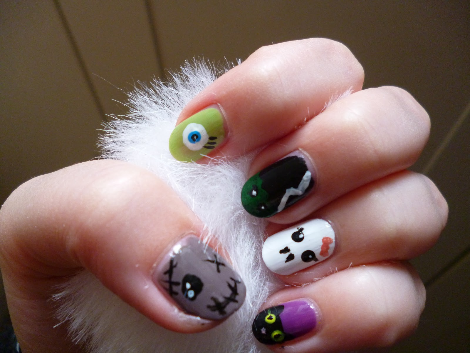 Kathi Karma: Halloween Monster Nagel-Design / nail art
