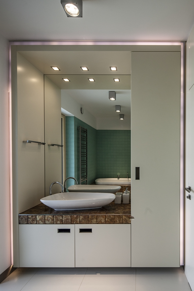 Modern sink unit in the bathroom