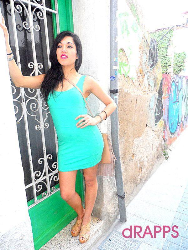 Vestido verde agua unas