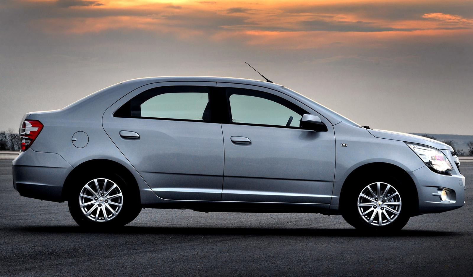 a car Chevrolet Cobalt 2013