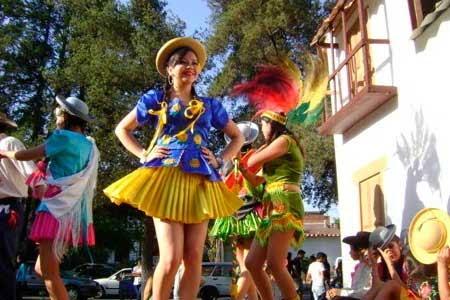 Todo listo para la Entrada Folklórica Universitaria en Tarija