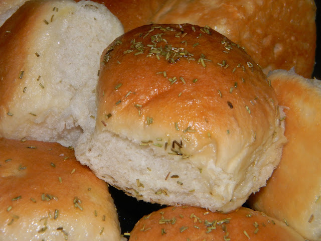 Crazy for Cookies and more: Buttered Rosemary Rolls