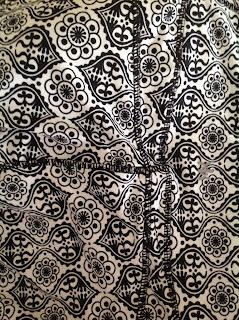 Style Athletics Black White Brocade Mosaic Pattern Capri Pants Kyodan