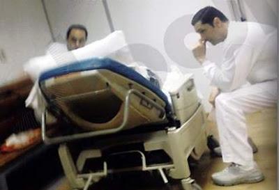 مبارك سأل ولديه: من بيحلقلكم في السجن وتدوله كام؟
