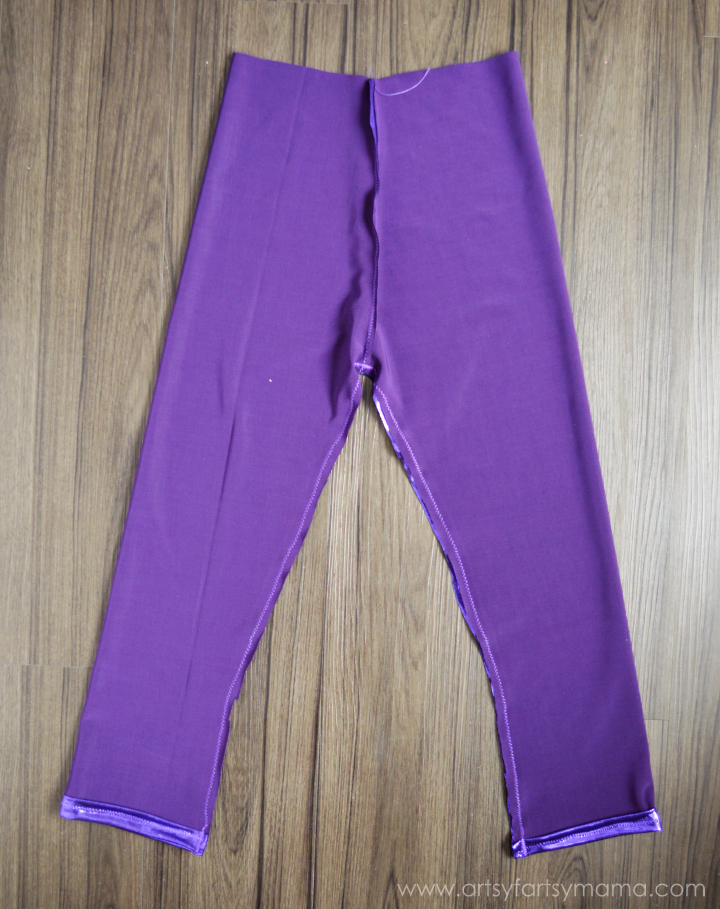 Easy to Sew Leggings Tutorial at artsyfartsymama.com