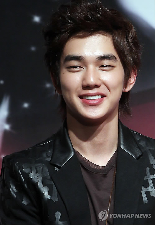 Yoo Seung Ho Latest News http://www.dkpopnews.net/2012/12/yoo-seung-ho-holds-first-fan-meeting-in.html