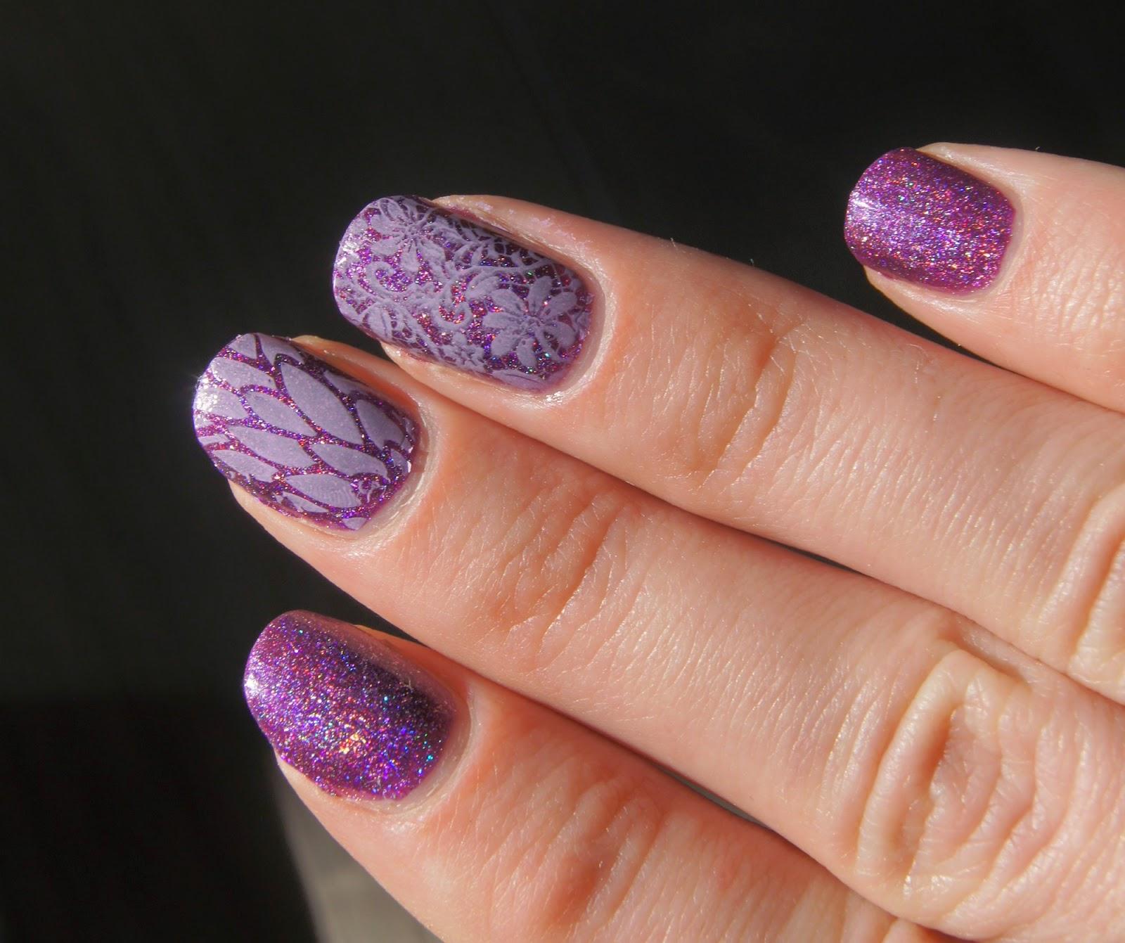 nail art violet stamping