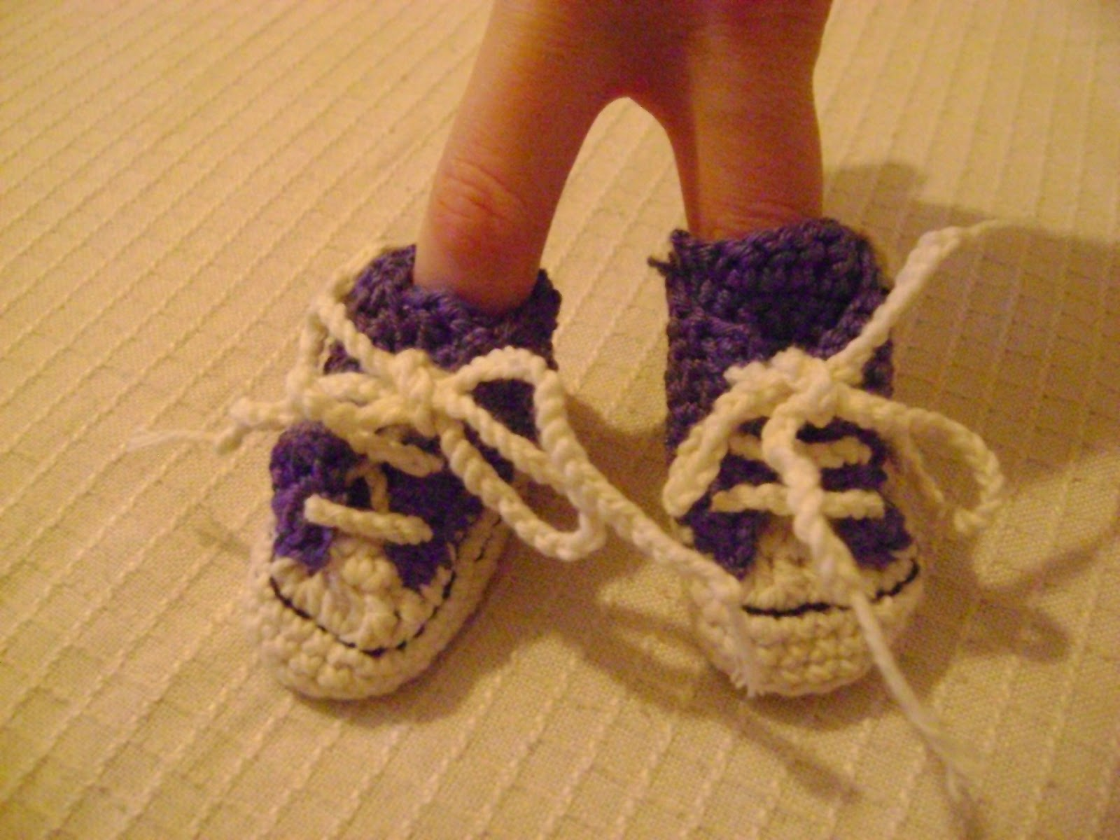 Ganchitos: Converse de crochet para bebés hipsters