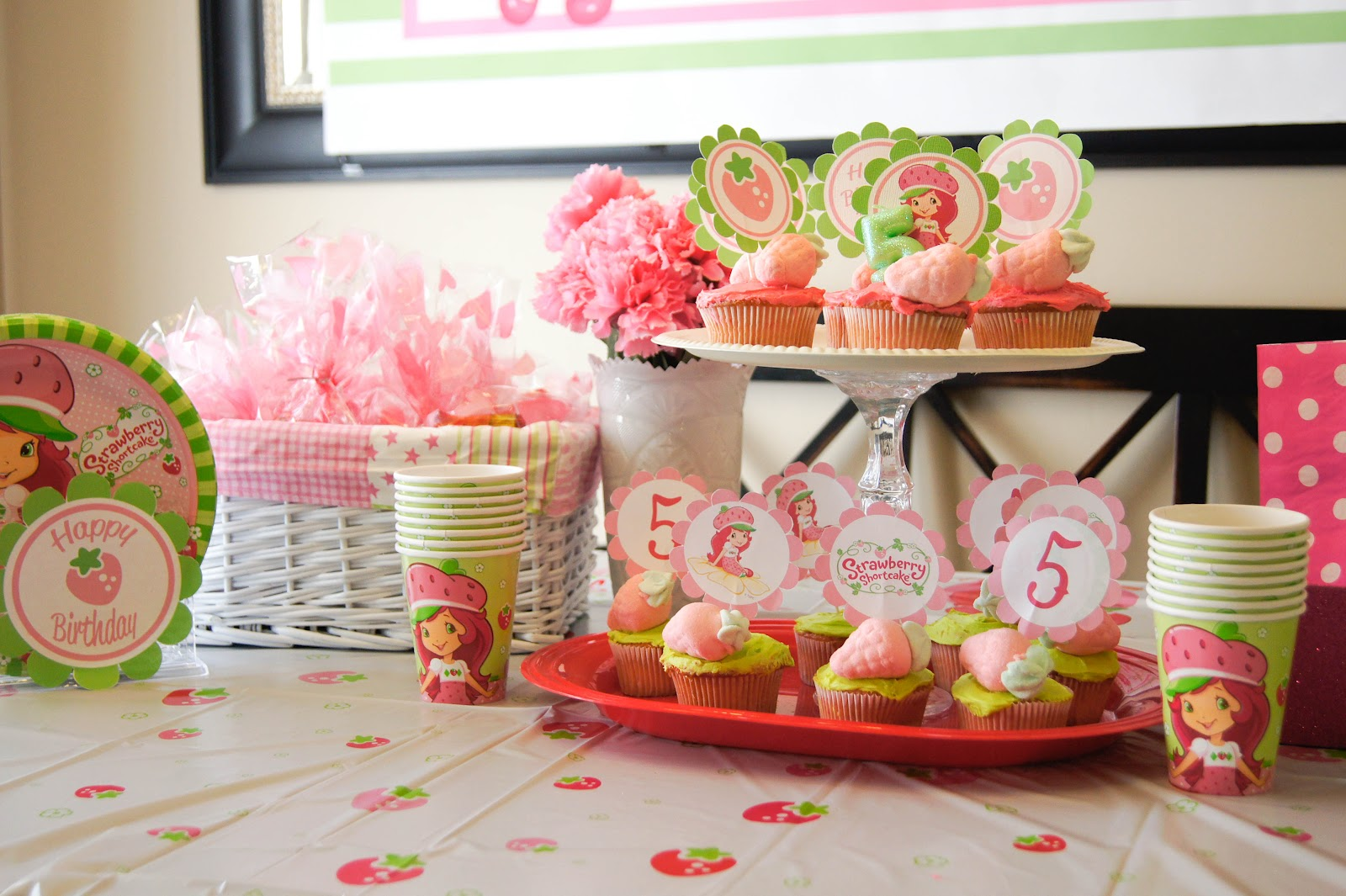 strawberry birthday supplies - HD 1600×1065