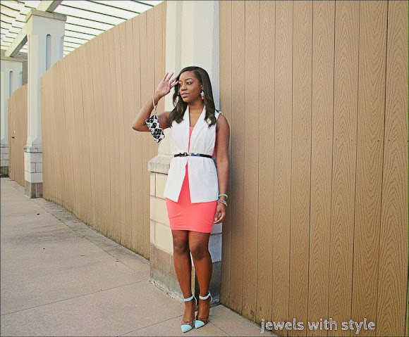 sleeveless blazer outfit, jewels with style, pastel color outfit, colorful outfit. Target sleeveless blazer, summer trends, summer trends 2014,