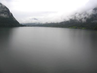 35_widok_z_pociagu_na_jezioro.jpg