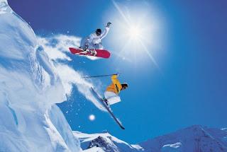 Para practicar esquí todo el año, incluidos los meses de julio y agosto, nada mejor que un glaciar en los Alpes.
