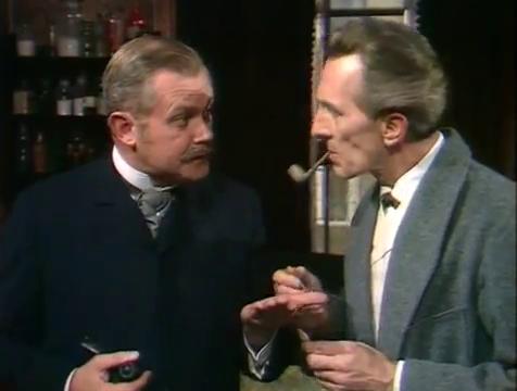 James Watson (Nigel Stock) y Sherlock Holmes (Peter Cushing) en la versión cinematográfica de Robin Midgley - Cine de Escritor