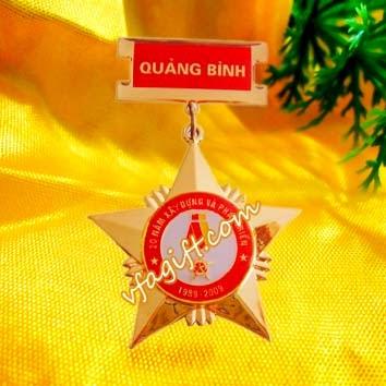 Nhan san xuat ky niem chuongcung cap huan chuongsao cai ao bang dong